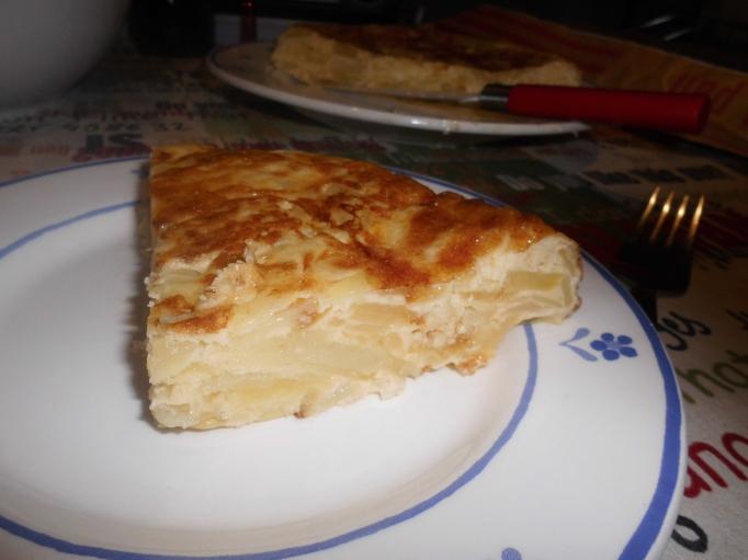 Corte de la tortilla (muy cuajada en este caso)