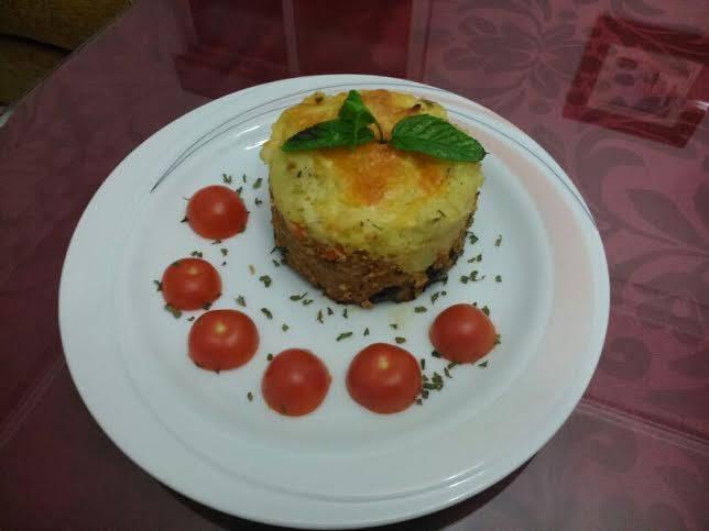 MARIA DEL CARMEN PEREZ GIL Pastel de carne con pasas y pure de patatas