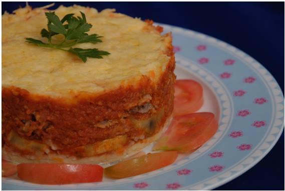 ISABEL SELFA Pastel de patatas, berenjenas y carne