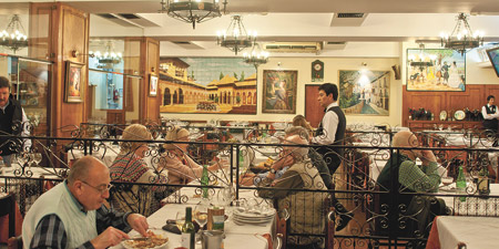 """Restaurante """"El imparcial"""", a quienes los historiadores denominan la primera casa de comida de Buenos Aires, fundado en 1860"""