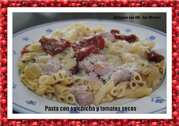 pasta con salchicha y tomates secos GM foto